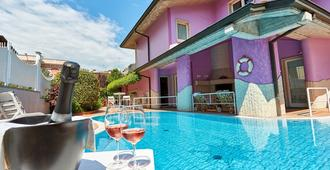 Hotel Villa Lilla - Desenzano del Garda - Πισίνα