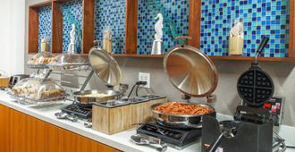 薩凡納市中心萬豪春丘套房酒店 - 沙凡那 - 薩凡納 - 自助餐