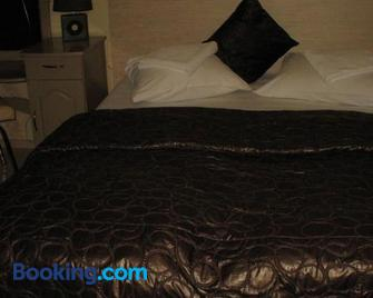 Family Hotel Kartala - Благоєвград - Bedroom