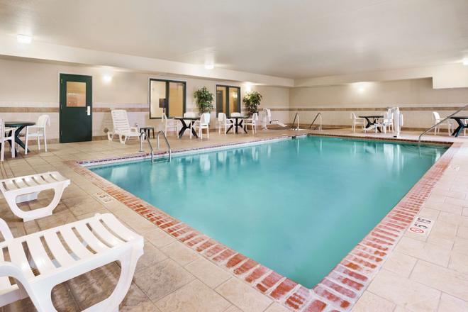 Country Inn & Suites by Radisson Northwood - Northwood - Pool