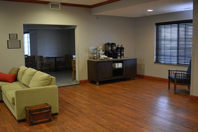 Country Inn & Suites by Radisson Northwood - Northwood - Lobby