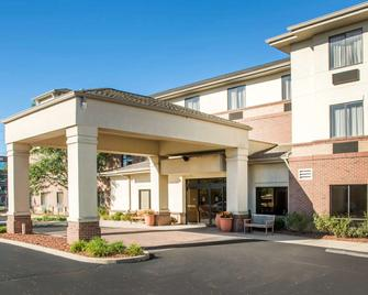 Comfort Inn and Suites West Chester-North Cincinnati - West Chester - Building