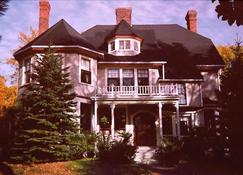 The Elmwood Heritage Inn - Charlottetown (Prince Edward Island) - Building