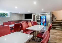 The Vue Hotel Ascend Hotel Collection - Queens - Restaurant