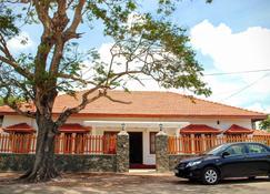 Miura Dutch Edge Hotel - Negombo - Gebouw
