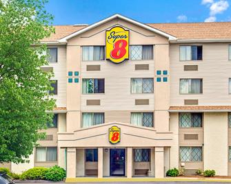 Super 8 by Wyndham Stamford/New York City Area - Stamford - Building