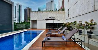 Ramada by Wyndham Belo Horizonte Lourdes - Belo Horizonte - Pool