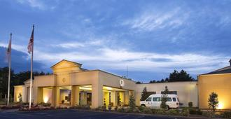 DoubleTree by Hilton Charlotte Airport - Charlotte - Building