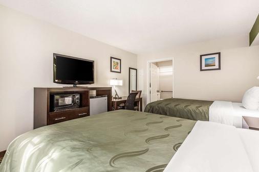 Quality Inn - Lancaster - Bedroom