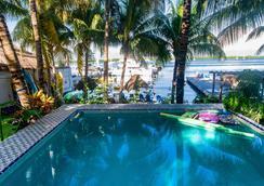 El Milagro Beach Hotel and Marina - Isla Mujeres - Pool