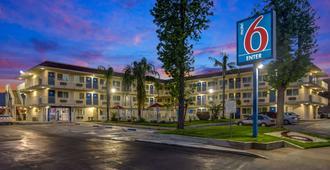Motel 6 San Bernardino North - San Bernardino - Rakennus