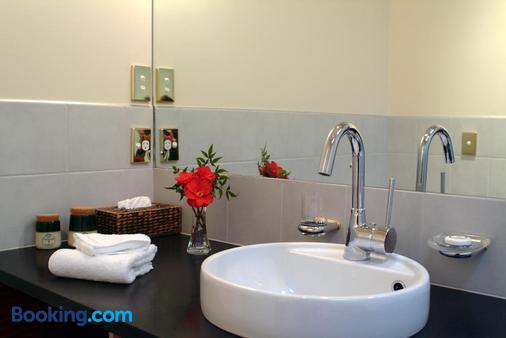 Lake Taupo Lodge - Taupo - Bathroom