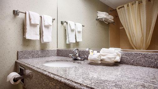 Best Western Crown Inn & Suites - Batavia - Bathroom