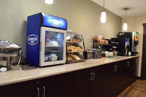 Best Western Crown Inn & Suites - Batavia - Buffet