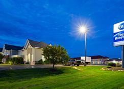 Best Western Crown Inn & Suites - Batavia - Rakennus