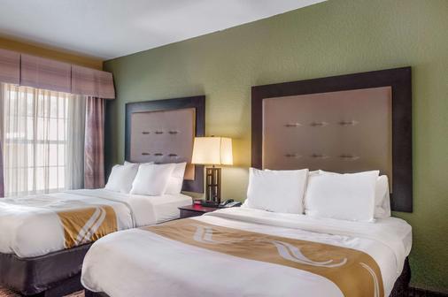 Quality Inn and Suites Slidell - Slidell - Bedroom