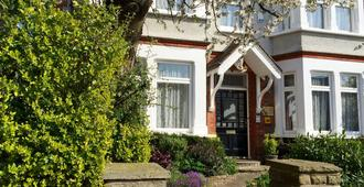 Croham Park Bed & Breakfast - Croydon