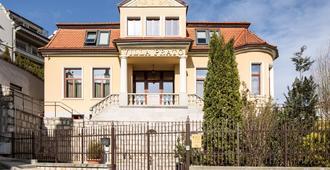 Hotel Villa Prato - בראסוב - בניין
