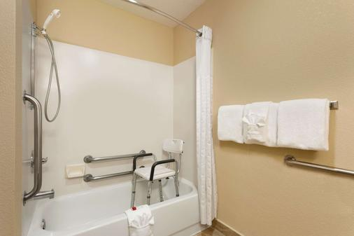 Baymont by Wyndham Salina - Salina - Phòng tắm