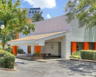Fiesta Inn Villahermosa Cencali - Villahermosa - Building