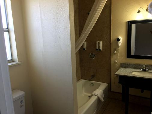 Rockview Inn and Suites - Morro Bay - Bathroom