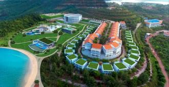 Harris Resort Barelang Batam - Batam - Building