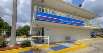Motel 6 Orlando Winter Park - Orlando - Edificio