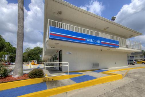 Motel 6 Orlando Winter Park - Orlando - Toà nhà