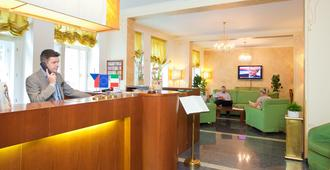 Hotel Louis Leger - Prague - Front desk