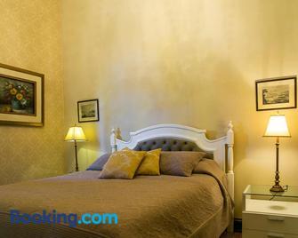 Castelo de Itaipava Hotel, Eventos e Bistrô - Itaipava - Bedroom