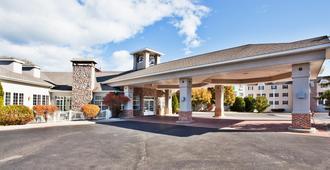 Holiday Inn Express St. Ignace-Lake Front - Saint Ignace - Building