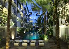 勒吉安阿卡馬尼酒店 - 雷根 - 庫塔 - 游泳池
