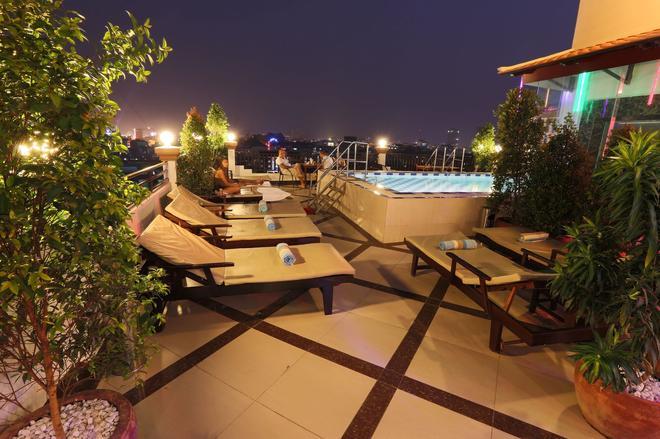 Queen Wood Hotel - Phnom Penh - Pool