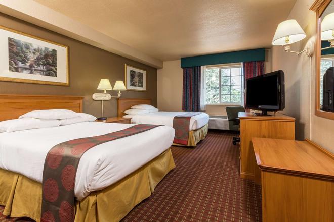 Ramada by Wyndham Portland - Portland - Bedroom
