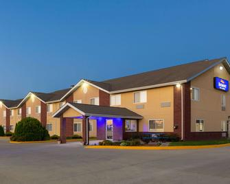 Baymont by Wyndham Fort Dodge - Форт-Додж - Building