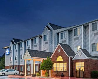 Microtel Inn & Suites by Wyndham Statesville - Statesville - Building