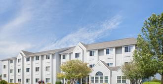 Microtel Inn & Suites by Wyndham Clear Lake - Clear Lake