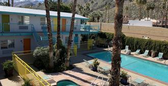 Knights Inn Palm Springs - פאלם ספירנגס - בריכה