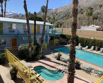 Knights Inn Palm Springs - Palm Springs - Pool