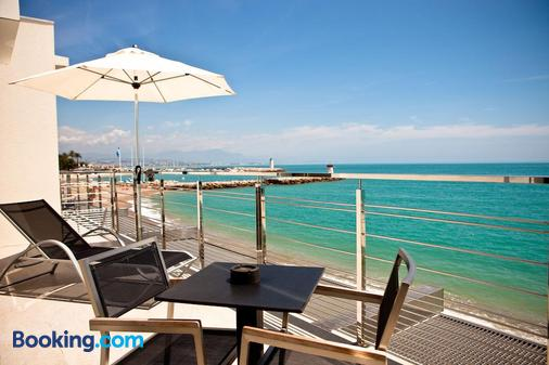 Hotel Villa Azur - Villeneuve-Loubet - Beach