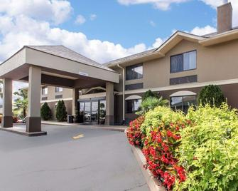 Comfort Inn & Suites - near Robins Air Force Base Main Gate - Warner Robins - Gebäude