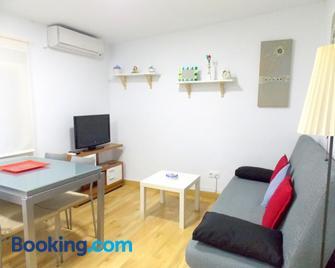 Apartamentos Capuchinas - Пласенсія - Living room