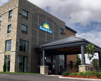 Days Inn by Wyndham Levis - Lévis - Building