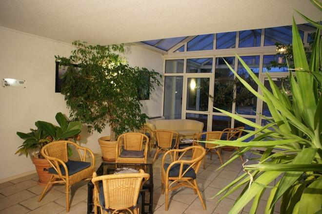 Inter-Hotel Beaune La Closerie - Beaune - Patio