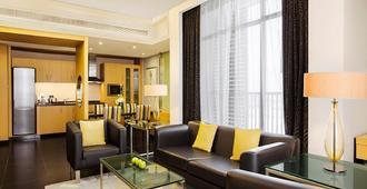 Hala Arjaan by Rotana - Abu Dhabi - Living room