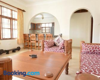 Diani Pearl Luxury Apartments - Ukunda - Huiskamer