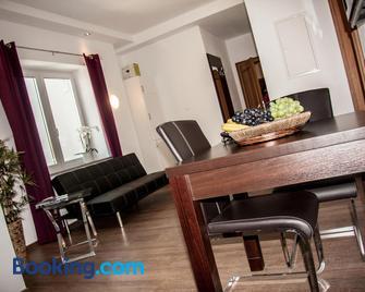 Aparthotel - Stadtvilla Premium - Швайнфурт - Living room