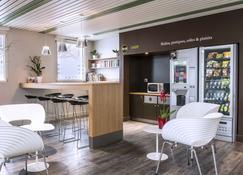B&b Hotel La Rochelle Centre - La Rochelle - Front desk