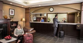 Campus Tower Suite Hotel - אדמונטון