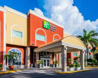 Holiday Inn Express & Suites Bradenton West - Bradenton - Gebäude